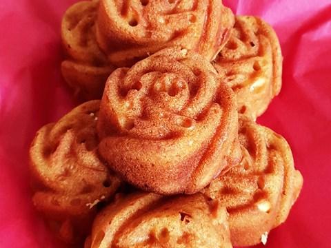 Honey cakes with elderflower and lemon drizzle.jpg
